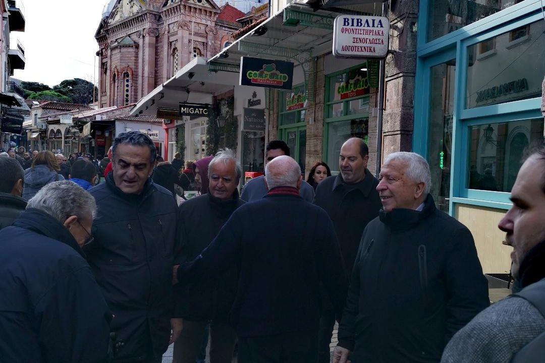 Ανταλλαγγή ευχών με τους καταστηματάρχες της κεντρικής αγοράς της Μυτιλήνης και τους πολίτες